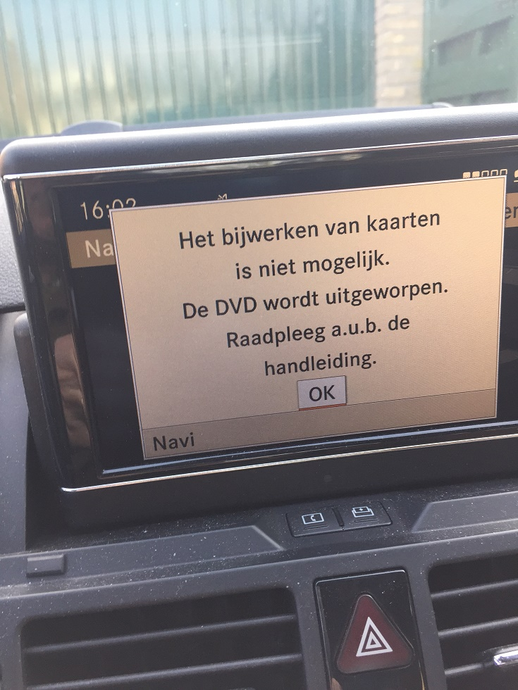 Spiksplinternieuw W204 Comand Navigatie Update probleem - MercedesForum.nl/be UQ-93