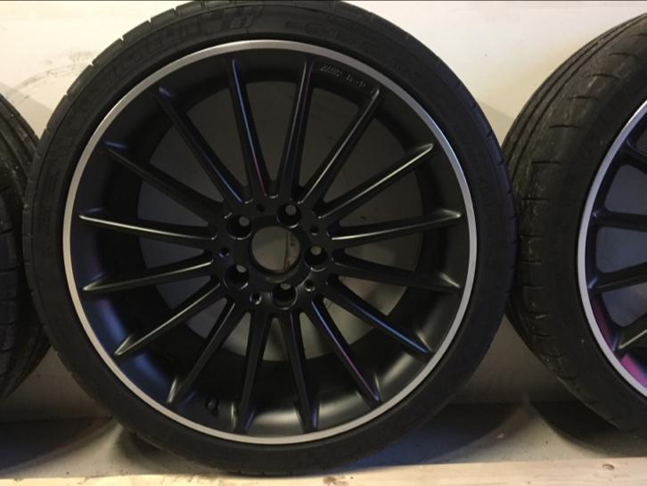Orginele 19 Mercedes Benz Amg Velgen Mat Zwart Michelins